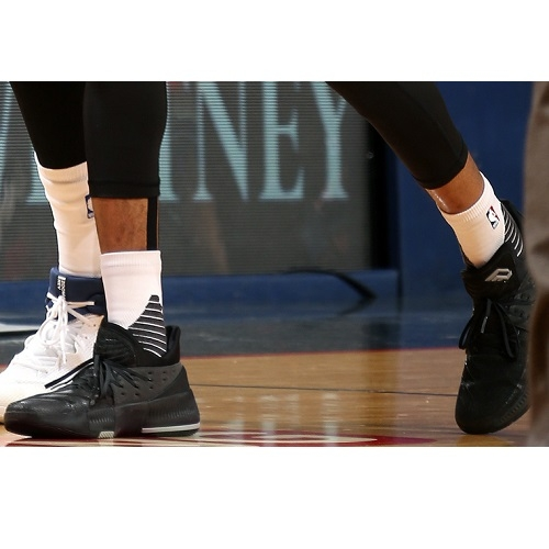 Tim Frazier shoes