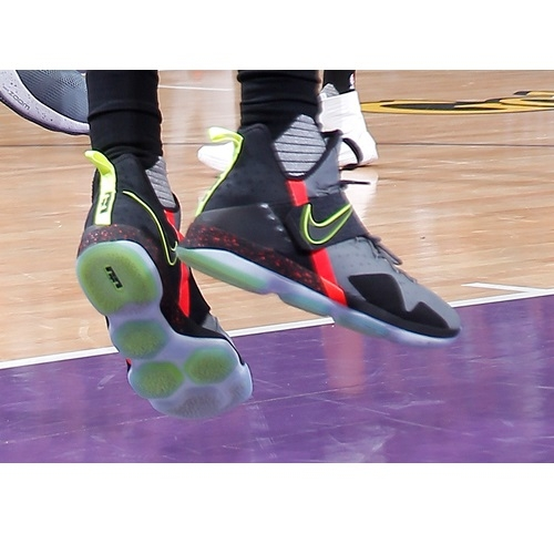 Rondae Hollis-Jefferson shoes