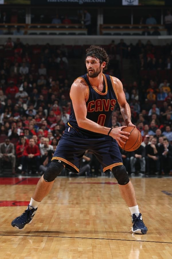 4e4e2a48a75e Other sneakers worn by Kevin Love. Nike Hyperdunk 2015