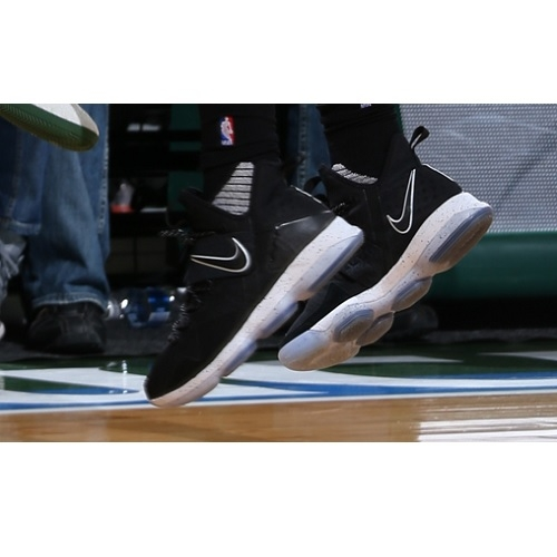 Eric Bledsoe shoes