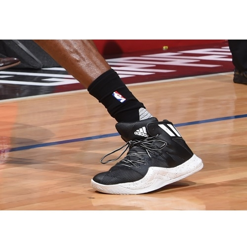 Tony Snell shoes