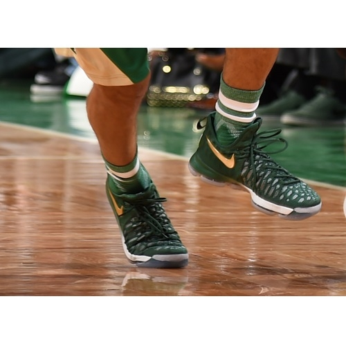 Avery Bradley shoes