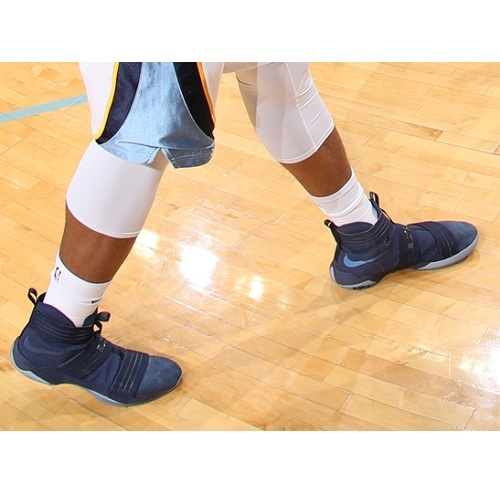 Deyonta Davis shoes